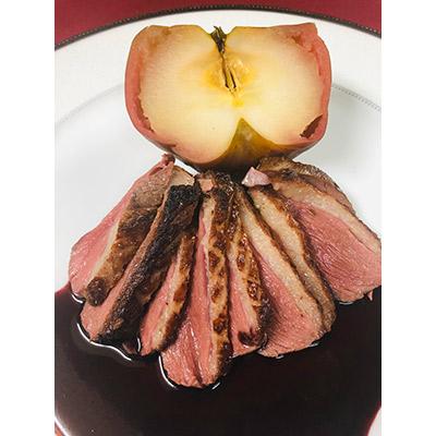 スモーク鴨フィレのロースト リンゴのロースト添え